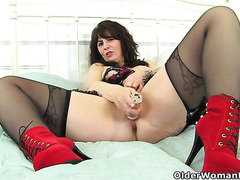 Celebrate the New Year with Scottish milf Toni Lace