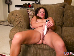 Solo mature slut in her house with a dildo for her cunt