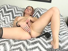 American milf Joclyn takes care of her pantyhosed pussy