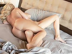 Young naked ladies eating out yummy cunt in bed
