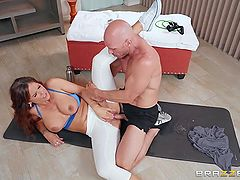 Wife and her trainer fucking on a yoga mat