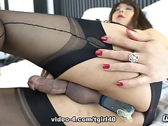 Jasmine's A Very Sexy Cumming Innings - TGirl40