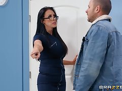Nerdy MILF in glasses Reagan Foxx rides the brush client at the election