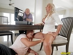 Beauteous washes a catch places on her knees with dick with reference to her mouth