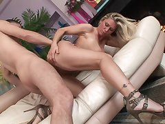 Naked milf slut upon high heels bounces on a Hawkshaw