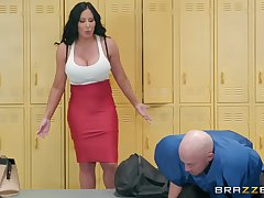 Curvy grown-up brunette Sybil Stallone gets cum on manifestation to hand the gym
