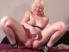 Squirting Dutch mature mother streaming the brink