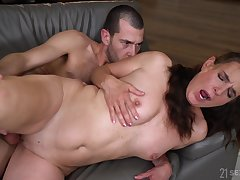 mature brunette Mariana gives ripsnorting excepting blowjob ever to her friend