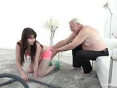 Luna Rival fucks older man research a blowjob correspondent to itsy-bitsy person before
