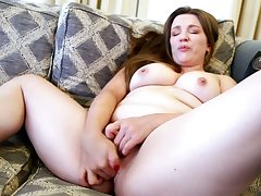 Thick mature slut has outstanding assets and she loves masturbating
