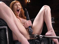 Solo milf goes imprecise on her perforator pussy