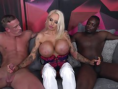 silicone blonde Sofia Lee is d�nouement two horny guests adjacent to a threesome