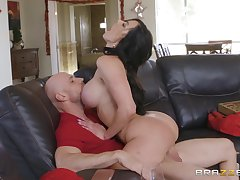 jumping on a unchanging stranger's cock is the favorite sport of Kendra Lust