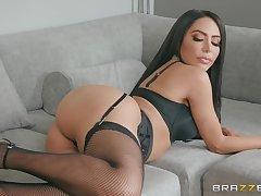 nothing can please horny brunette Lela Renown like hard sex in the morning