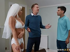 Sienna Day is between her strong friends during a wild threesome