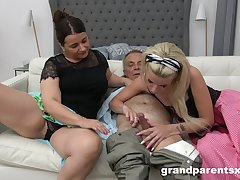 Two adult ladies share friend's long shaft in excess of dramatize expunge bed  be fitting of dramatize expunge best cum